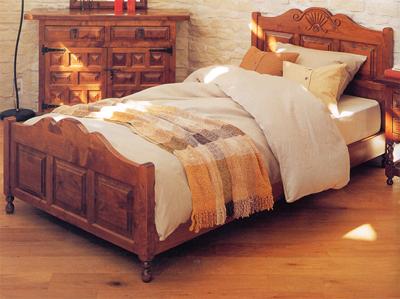 ベッドルームは一日の疲れを癒す休息の模様替えスペース。本を読んだりビデオを見たり、一人の時間をゆっくりとくつろいでください。スタイル感溢れるベッド。自然素材の持つぬくもり感にかこまれた寝室は、くつろぎの時間を過ごせる快適な空間です。中世ヨーロッパのスタイルを受け継いだスペイン家具。トラディッショナル、カントリー、クラッシックが融合した、無垢材をふんだんに使った重厚感のある部屋デザインが特徴で、長くお使い頂ける輸入家具です。