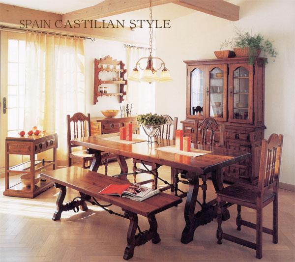 中世ヨーロッパのスタイルを受け継いだスペイン家具。トラディッショナル、カントリー、クラッシックが融合した、無垢材をふんだんに使った重厚感のあるデザインが特徴で、長くお使い頂ける輸入家具です。