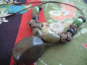 タグアと山ぶどうのネックレス