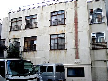 東京都世田谷区の古いアパート。たまにはこんなのもいいでしょう。鉄筋でもア... 古い家・古いアパ