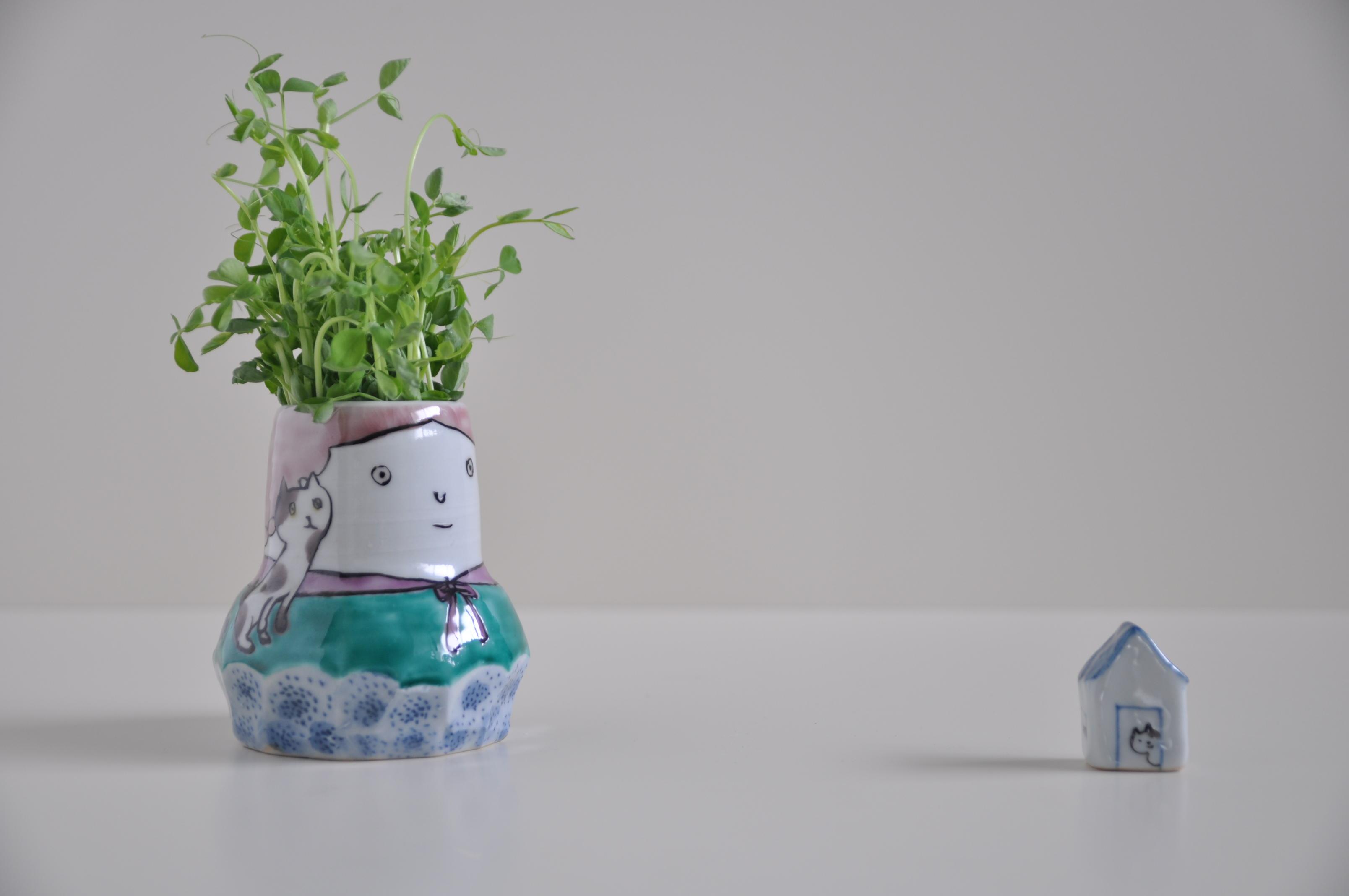 女の子の花瓶