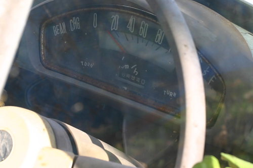 インパネは必ず撮影したいポイントです。64940Km。この車の歴史です。