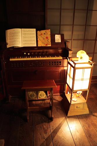 いろいろな古いおもちゃもおいてあります。明治時代にタイムスリップです。大正か昭和初期か・・・まあ、細かいことはいいじゃん。だいたいその辺ですよ。
