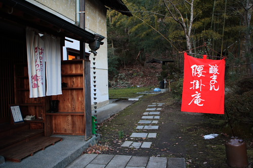 裏は舞鶴山です。うっそうとしたところです。このあたりは昔から変わっていないですなぁ。