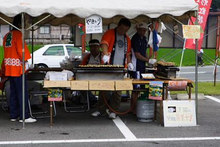 地元の人が焼く「焼き鳥」 1本50円。ボリュームたっぷりでウマウマ(^o^) おみやげに購入。