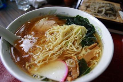 スープに濁りが無く、なかなか美味しい中華そば。