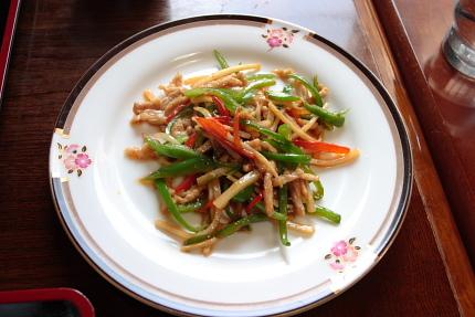 野菜の多いチンジャオロースー