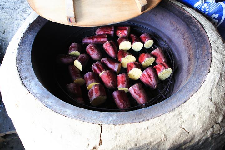釜の中には芋が