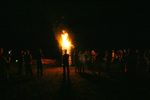キャンプファイヤー点火~今年は一発で付きました!
