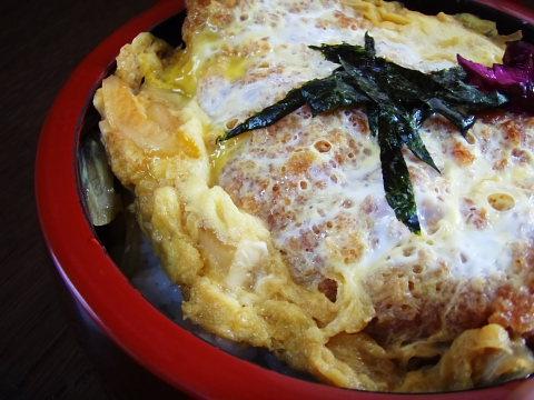 武蔵の300円カツ丼。大盛りにしてあります。