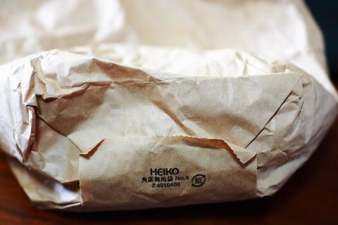 昔からよくある紙袋ですが