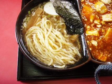 ほうらいは通常中太麺なのですが、冬期間は太麺になるそうです。
