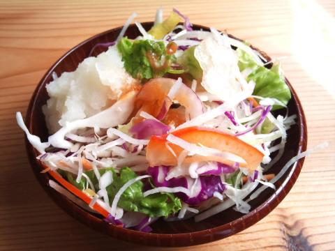 愛庵のサラダ・漬物食べ放題。