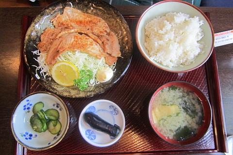 セノ食堂の生姜焼き定食