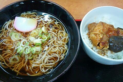 菅生パーキングエリアのスナックコーナー。蕎麦・どんぶりセット