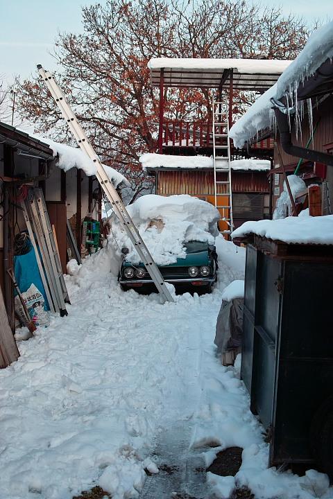 雪に埋もれた117クーペ 夏になったらもう一度訪れて見てみたい。