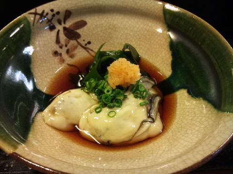 ぷっくりした牡蠣酢。去年は岩ガキ食べずじまいだったことを思い出す。