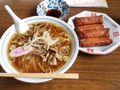 正華飯店 ラーメン500円。春巻き400円。
