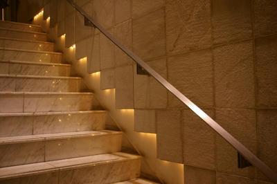 階段の上り下りで腰痛