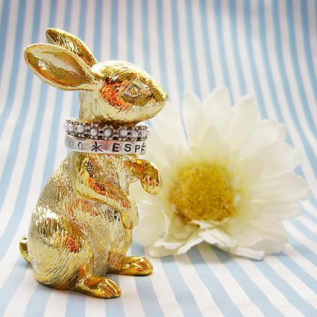 ウサギのリングホルダー