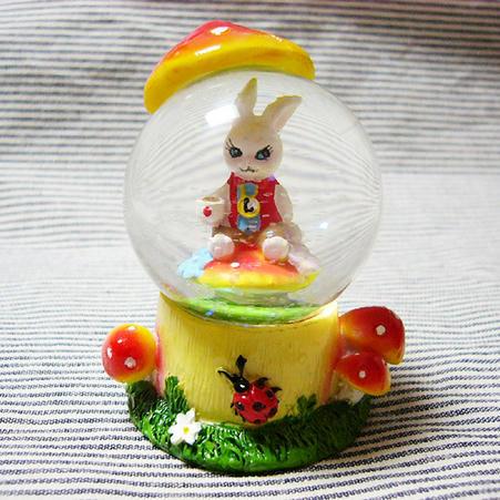 ウサギのスノードーム