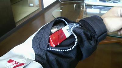 シールズの袖のポッケ