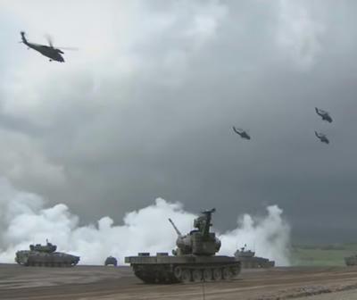 防衛省,陸自,陸上自衛隊,総合火力演習,乗り物,自走砲,19式装輪自走155mmりゅう弾砲,ドローン,