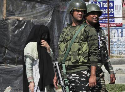 インド軍,印パ戦争,パキスタン軍,カシミール,砲撃,停戦ライン,戦争,軍隊,イスラム教,ヒンドゥー教,戦争,