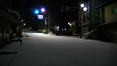 路面が白く薄化粧