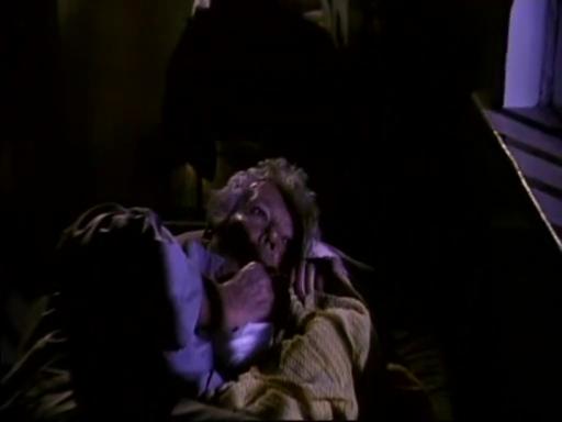 を繰り返していたヘンリーは、連続子供殺しの犯人として、今も収監されていた。 眠るヘンリーの耳に、自分を呼ぶ声が聞こえ、月に浮かんだペニーワイズ が現れた。