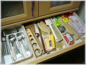食器棚中段