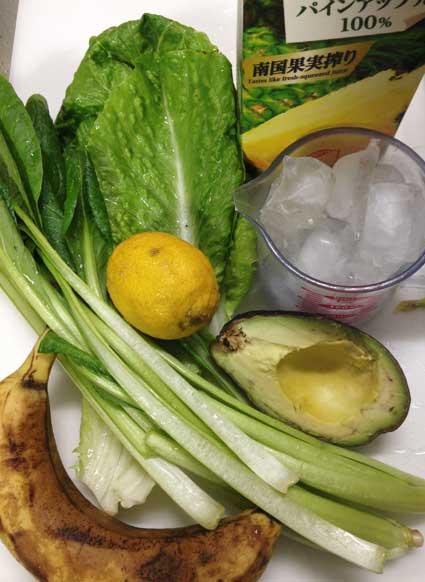 レモンのグリーンスムージーの材料です。