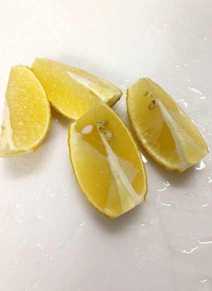 レモンの皮も使います。