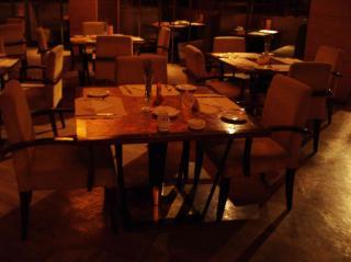王子国際酒店テーブル