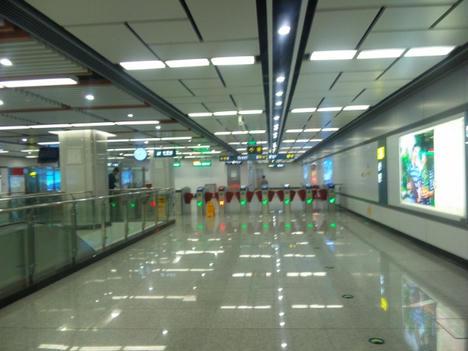 地下鉄駅構内1