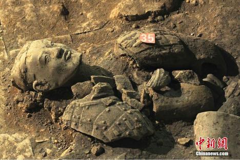 兵馬俑で第2次発掘作業始まる