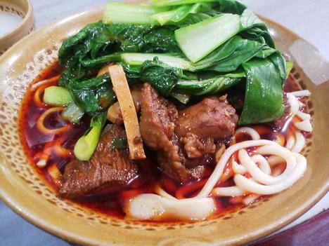 ブツ切り肉たっぷりの『鶏肉麺(鸡块干拌面)』