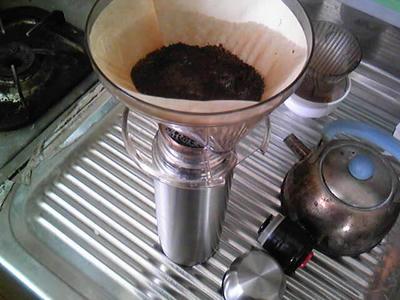 水筒にコーヒーを