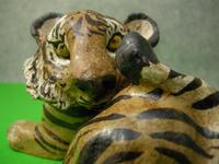 虎の置物「横座り」