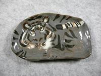 虎型小平皿