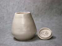 320号 ルーシー・リー白釉蓋付大壷を真似た小壷