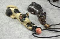 家鴨窯301号 ボールと戯れる長い猫のネックレス