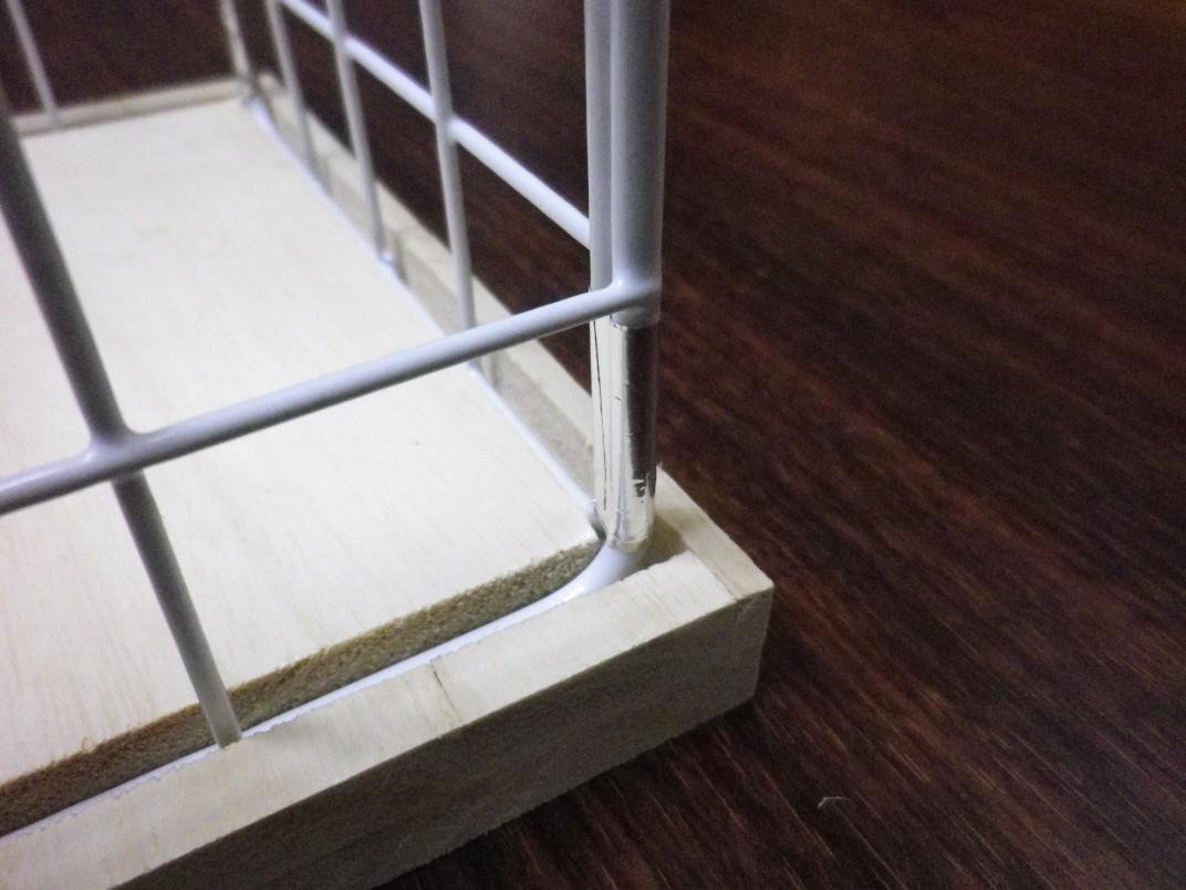 トイレットペーパーストッカーの組み立て(拡大)