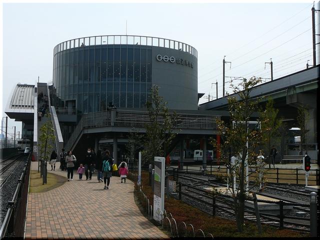 建物中央口