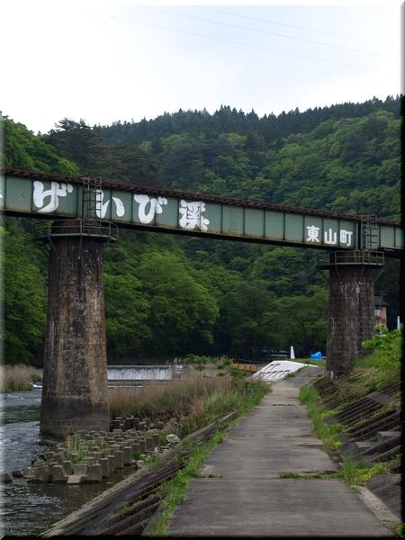 砂鉄川に掛かる大船渡線高架橋