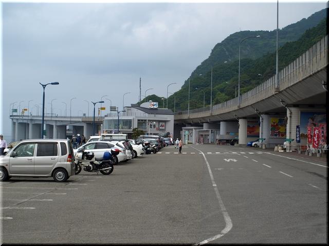 駐車場と各施設