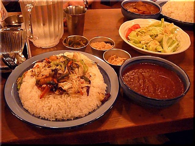 炒め野菜カレー(メガトン盛り)+半キャベツサラダ