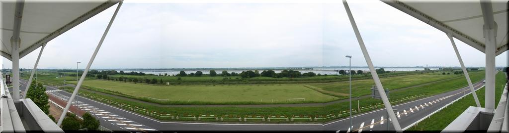 展望台から谷中湖を一望