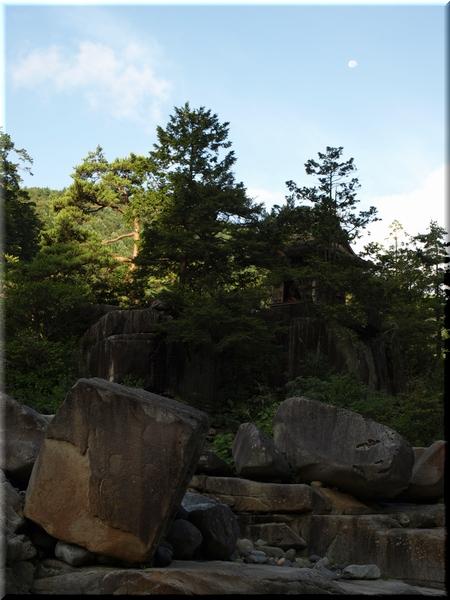 サイコロ岩と浦島堂