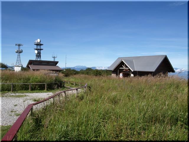 牧場管理棟&高ボッチ高原自然保護センター